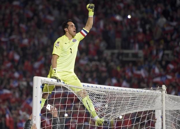 Chile's goalkeeper Claudio Bravo celebrates after winning the 2015 Copa America football championship final against Argentina, in Santiago, Chile, on July 4, 2015. Chile won 4-1 (0-0).  AFP PHOTO / JUAN MABROMATA
