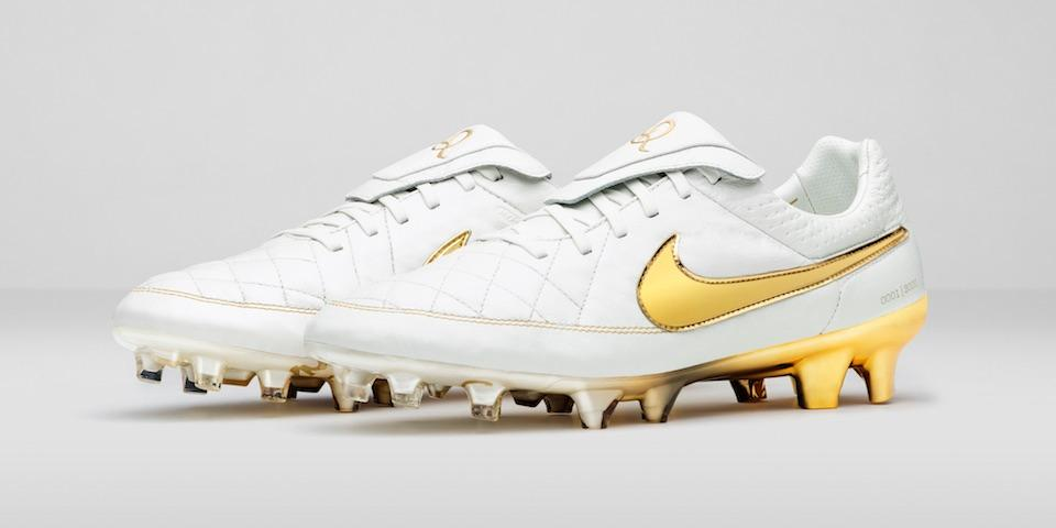 premium selection c953b fb2f2 Nike Tiempo Touch of Gold: An R10 Tribute