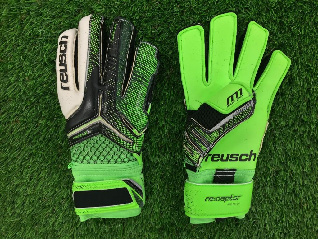 A bright glove with the technology to match, the reusch Re:Ceptor Pro M1  Ortho Tec Junior has removable Ortho-Tec finger spines for protection and  reduced ...
