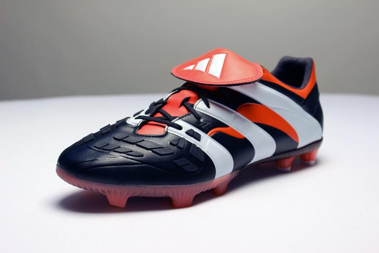 No feature from the 1998 boot was forgotten – from the iconic rubber fins  to the large red fold-over tongue c552bf2804a4