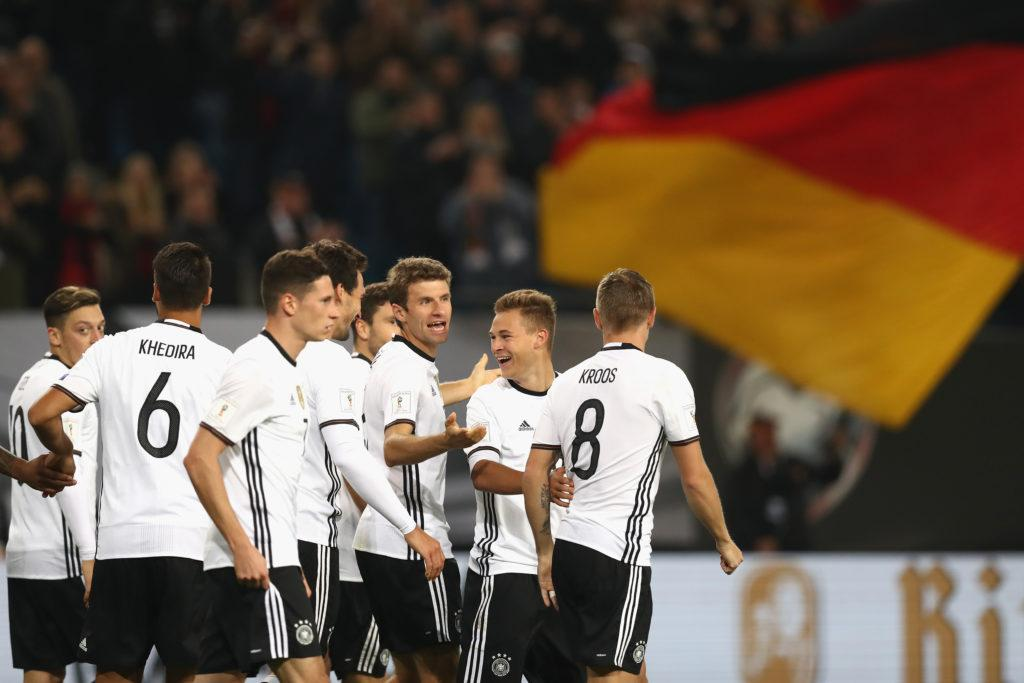 HAMBURG, GERMANY - OCTOBER 08: Toni Kroos (R) of Germany celebrates scoring the 2nd goal with his team mates during the 2018 FIFA World Cup Qualifier match between Germany and Czech Republic at Volksparkstadion on October 8, 2016 in Hamburg, Germany. (Photo by Alexander Hassenstein/Bongarts/Getty Images)