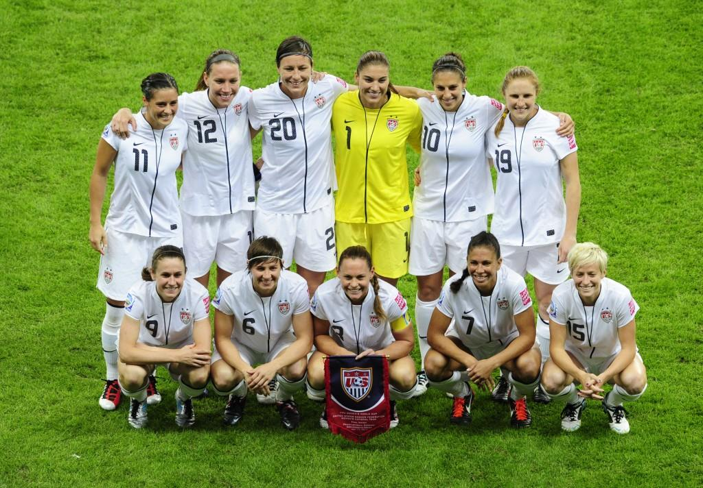 (Back row, from L) USA's defender Alex K