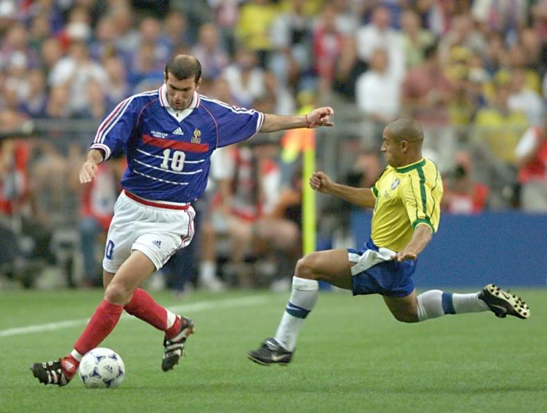 French Zinedine Zidane is challenged by Brazilian Soccer-National Teams  2891 Nwt Authentic Nike ... 52d2472bc