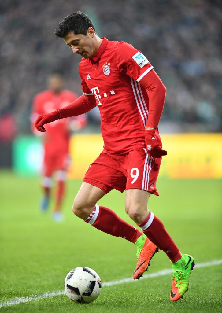 BREMEN, GERMANY - JANUARY 28: Robert Lewandowski of Muenchen in action during the Bundesliga match between Werder Bremen and Bayern Muenchen at Weserstadion on January 28, 2017 in Bremen, Germany. (Photo by Stuart Franklin/Bongarts/Getty Images)