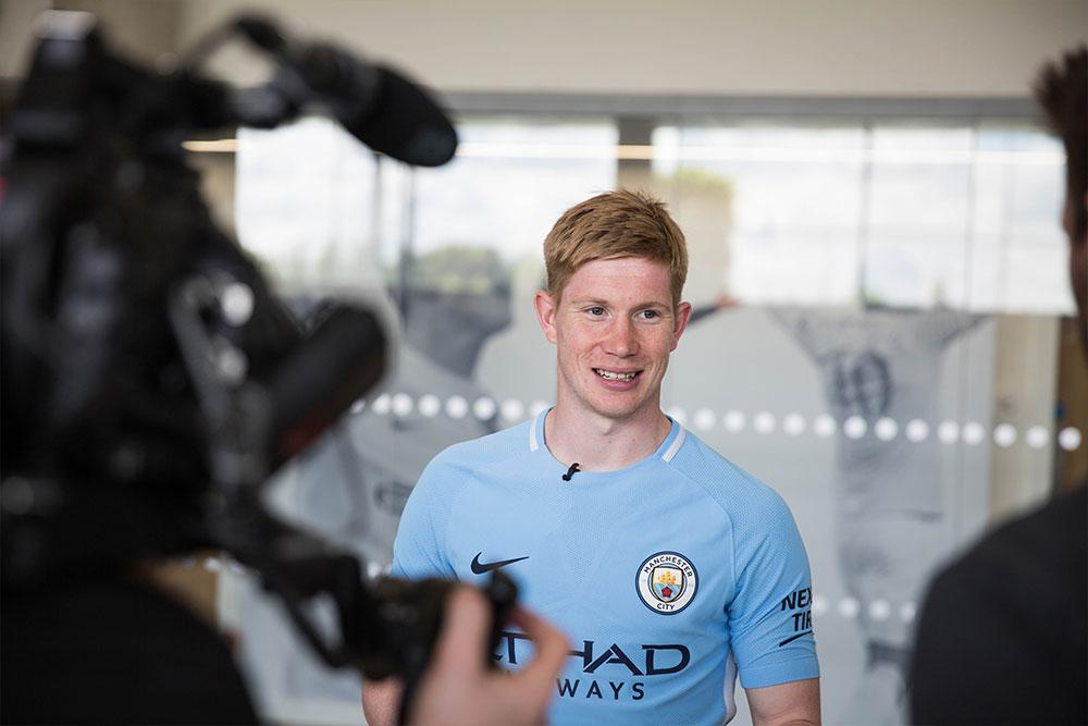2017-18 Nike Manchester City home jersey with Kevin de Bruyne.