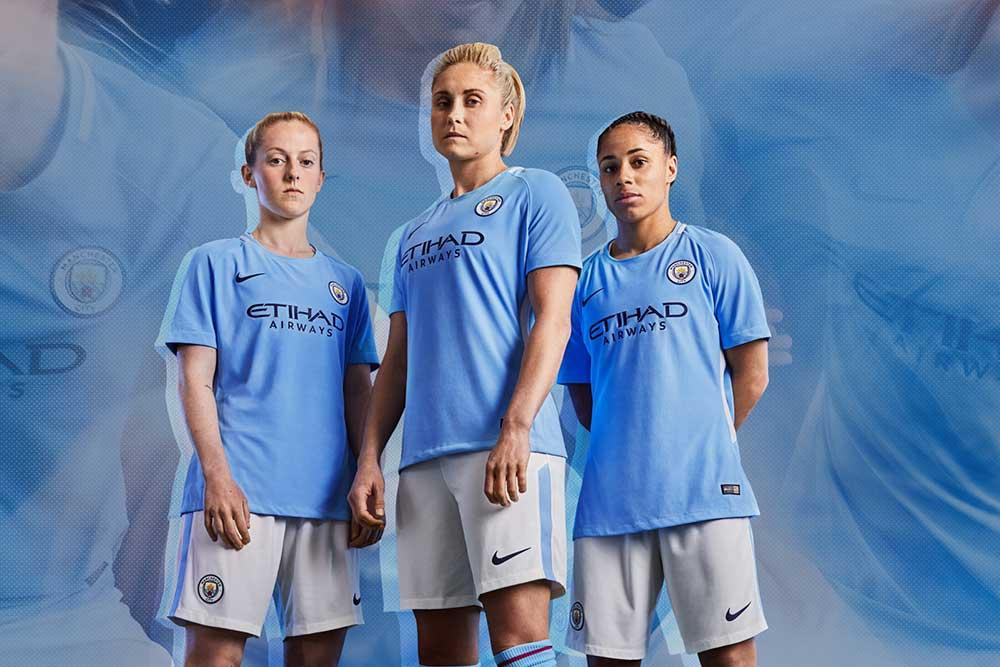 Kiera Walsh, Steph Houghton, Demi Stokes in the 2017-18 Manchester City Home Kit.