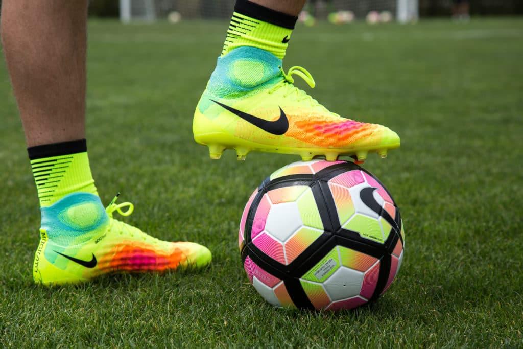 Play Test Review  Nike Magista Obra II e0eafcab02f9c