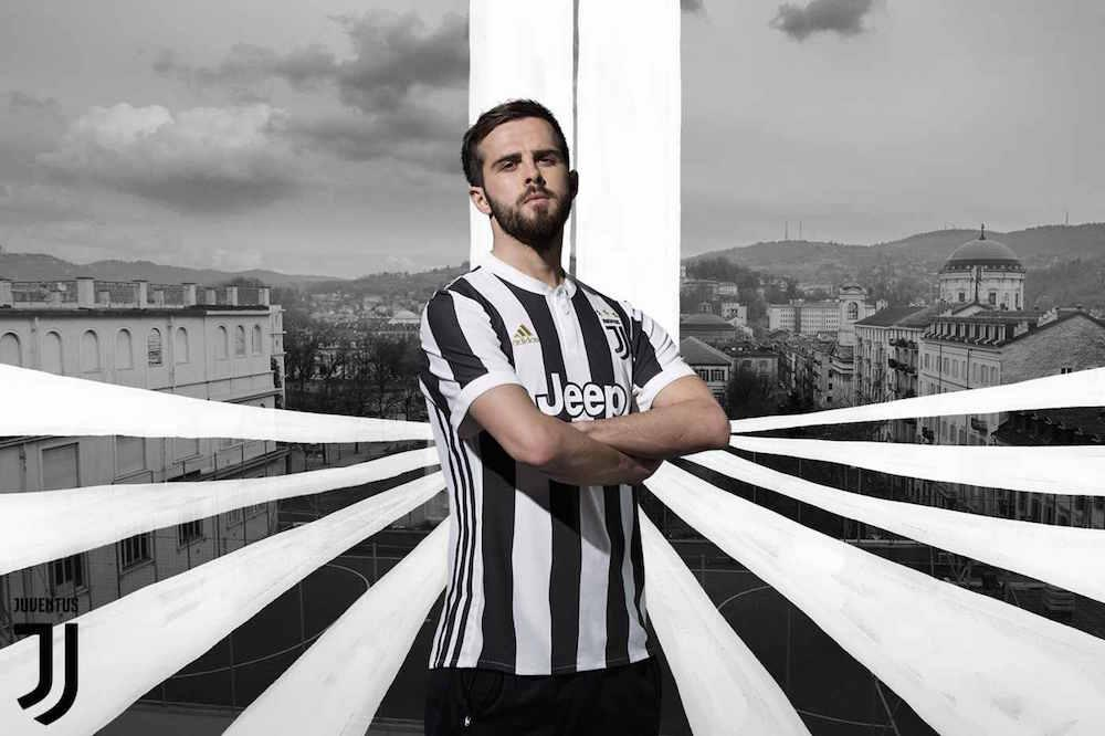 Miralem Pjanic in the 2017-18 adidas Juventus home jersey