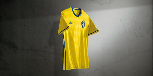 6d8b288a8f58 It s a minimalist and classic approach inspired by the jerseys worn by  Swedish teams of the 1990s.