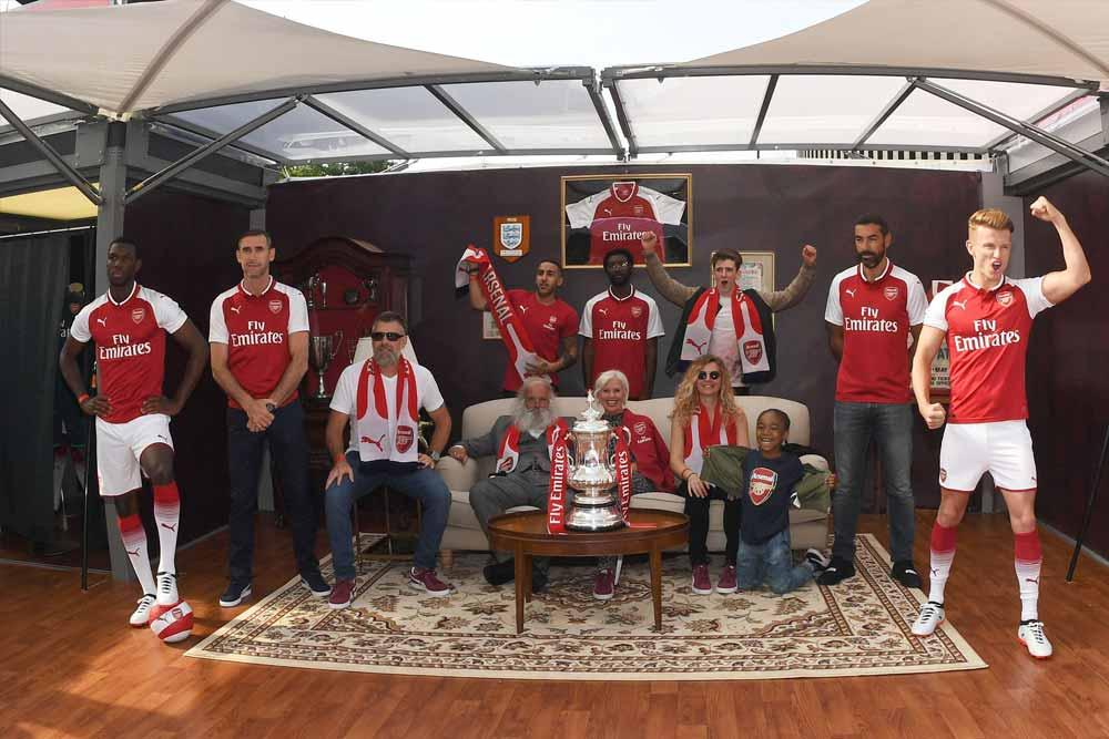 Fans participate in the 2017-18 PUMA Arsenal home jersey launch