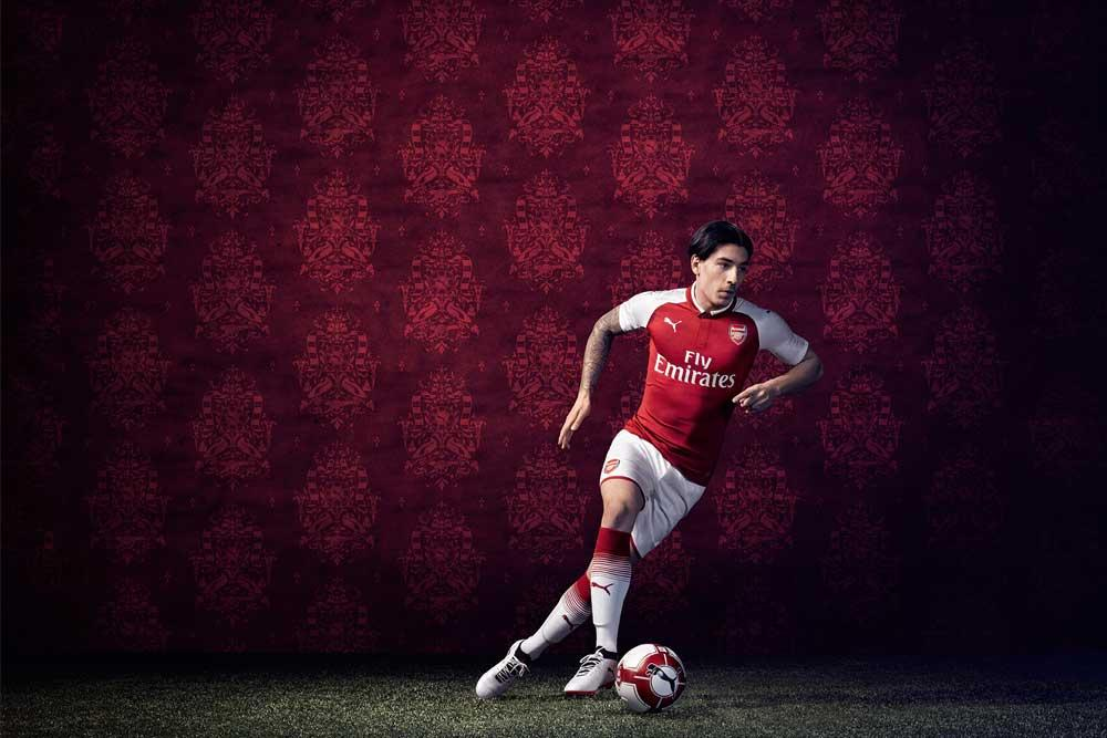 Hector Bellerin in the 2017-18 Arsenal PUMA home jersey