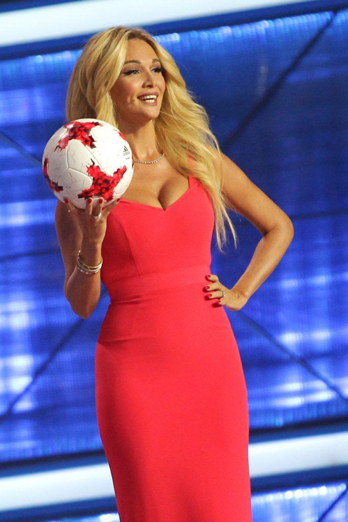 KAZAN, RUSSIA - NOVEMBER 26: Russian model and ambassador for the 2018 World Cup, Victoria Lopyreva presents the official soccer ball during the Official Draw for the FIFA Confederations Cup Russia 2017 at Kazan Tennis Academy on November 26, 2016 in Kazan, Russia. (Photo by Alexey Nasyrov/Anadolu Agency/Getty Images)