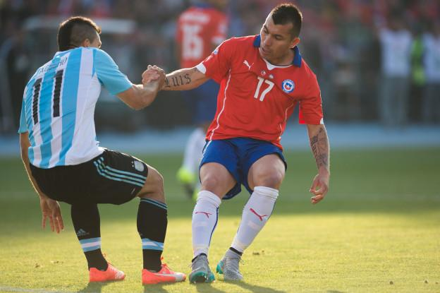 Action photo during the match Chile vs Argentina, corresponding to the Great Final to the XLIV Copa America Chile 2015 at Nacional Julio Martinez Pradanos stadium, Santiago, Chile, in the photo: (l)-( r), Sergio Aguero of Argentina and Gary Medel of Chile Foto de accion durante el partido Chile vs Argentina, correspondiente a la Gran Final de la XLIV Copa America Chile 2015 en el estadio Nacional Julio Martinez Pradanos, Santiago de Chile, en la foto: (i)-(d), Sergio Aguero de Argentina y Gary Medel de Chile 04/07/2015/MEXSPORT/Jorge Martinez.
