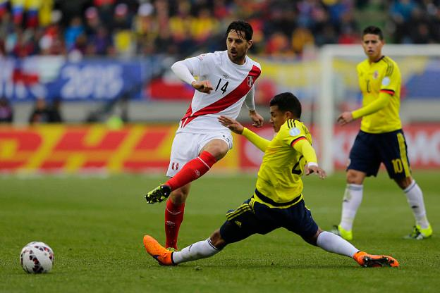 Action photo during the match Colombia vs Peru, Corresponding of the group -C- of XLIV Copa America Chile 2015 at German Becker stadium, Temuco, Chile, in the photo: (l)-( r), Claudio Pizarro of Peru and Jeison Murillo of Colombia Foto de accion durante el partido Colombia vs Peru, Correspondiente al grupo -C- de la XLIV Copa America Chile 2015 en el estadio German Becker, Temuco, Chile, en la foto: (i)-(d), Claudio Pizarro de Peru y Jeison Murillo de Colombia 21/06/2015/PHOTOSPORT/Alejandro Zonez/MEXSPORT.