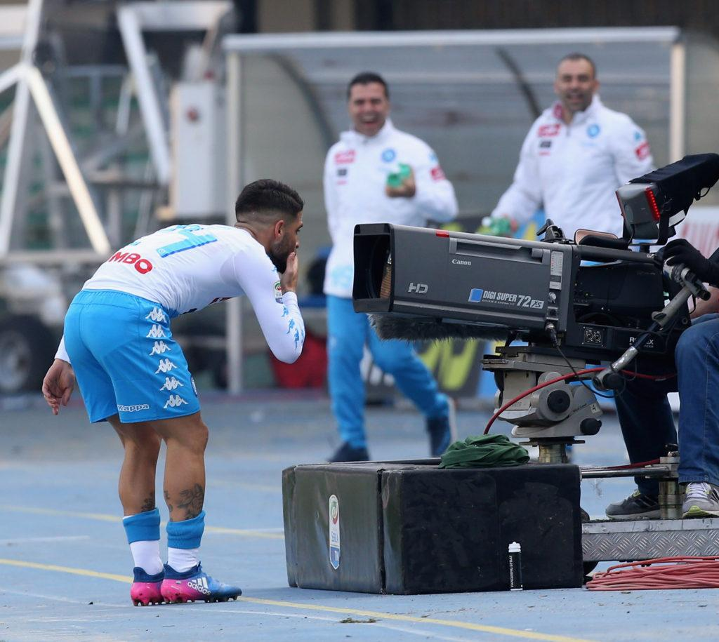 VERONA, ITALY - FEBRUARY 19: Lorenzo Insigne of Napoli celebrates after scoring the opening goal during the Serie A match between AC ChievoVerona and SSC Napoli at Stadio Marc'Antonio Bentegodi on February 19, 2017 in Verona, Italy. (Photo by Maurizio Lagana/Getty Images)