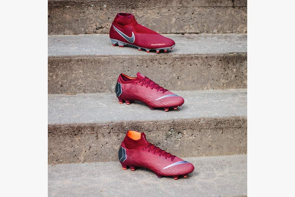 f9051197e32 Both the Mercurial Superfly and Vapor features the return of the Nike  swoosh placement on the toe box