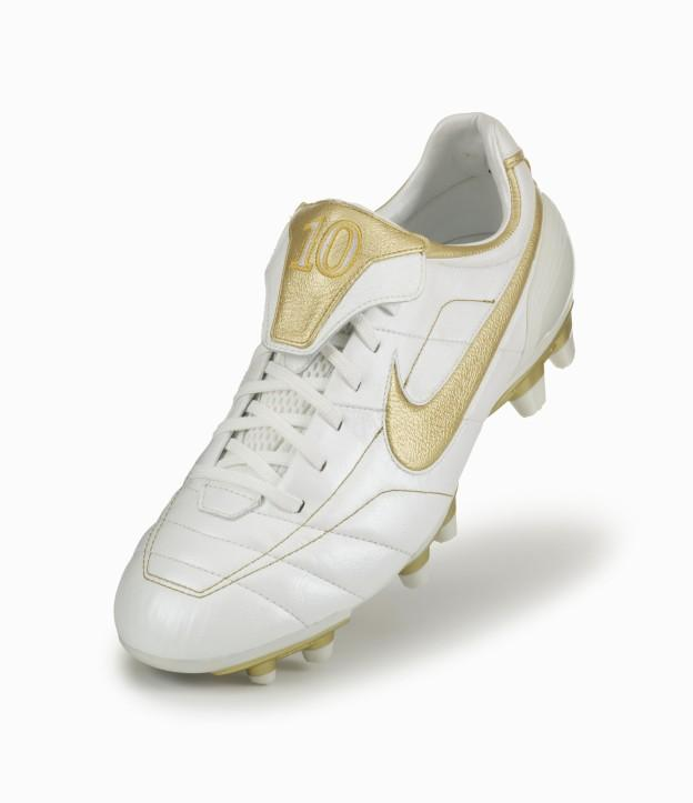 A bordo Fuente Barry  Nike Tiempo Touch of Gold: An R10 Tribute